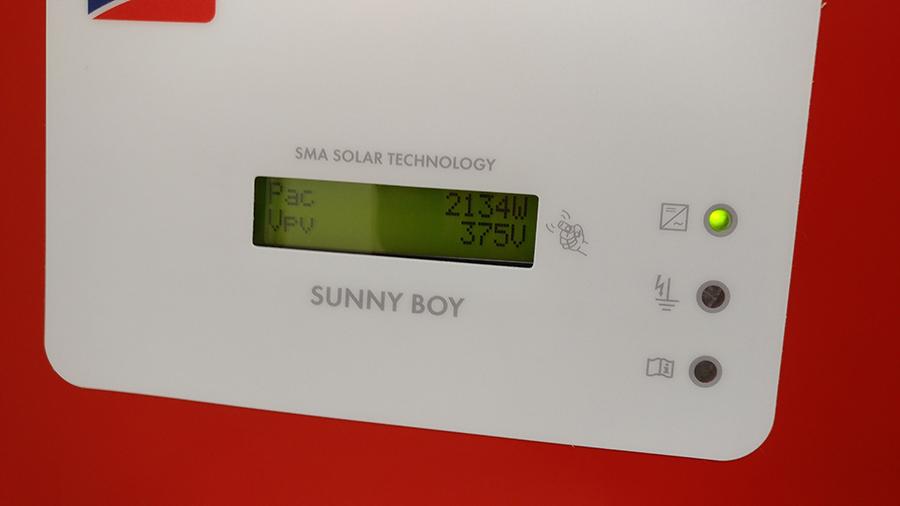 Omvormer voor zonnepanelen - inverter for solar panels